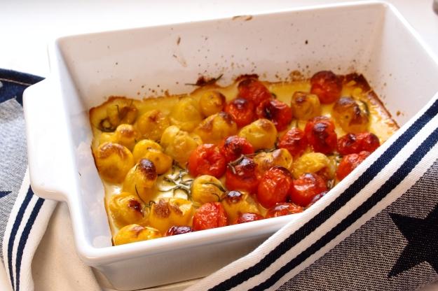 Ugnsbakade tomater med olja, salt, råsocker och rosmarin...