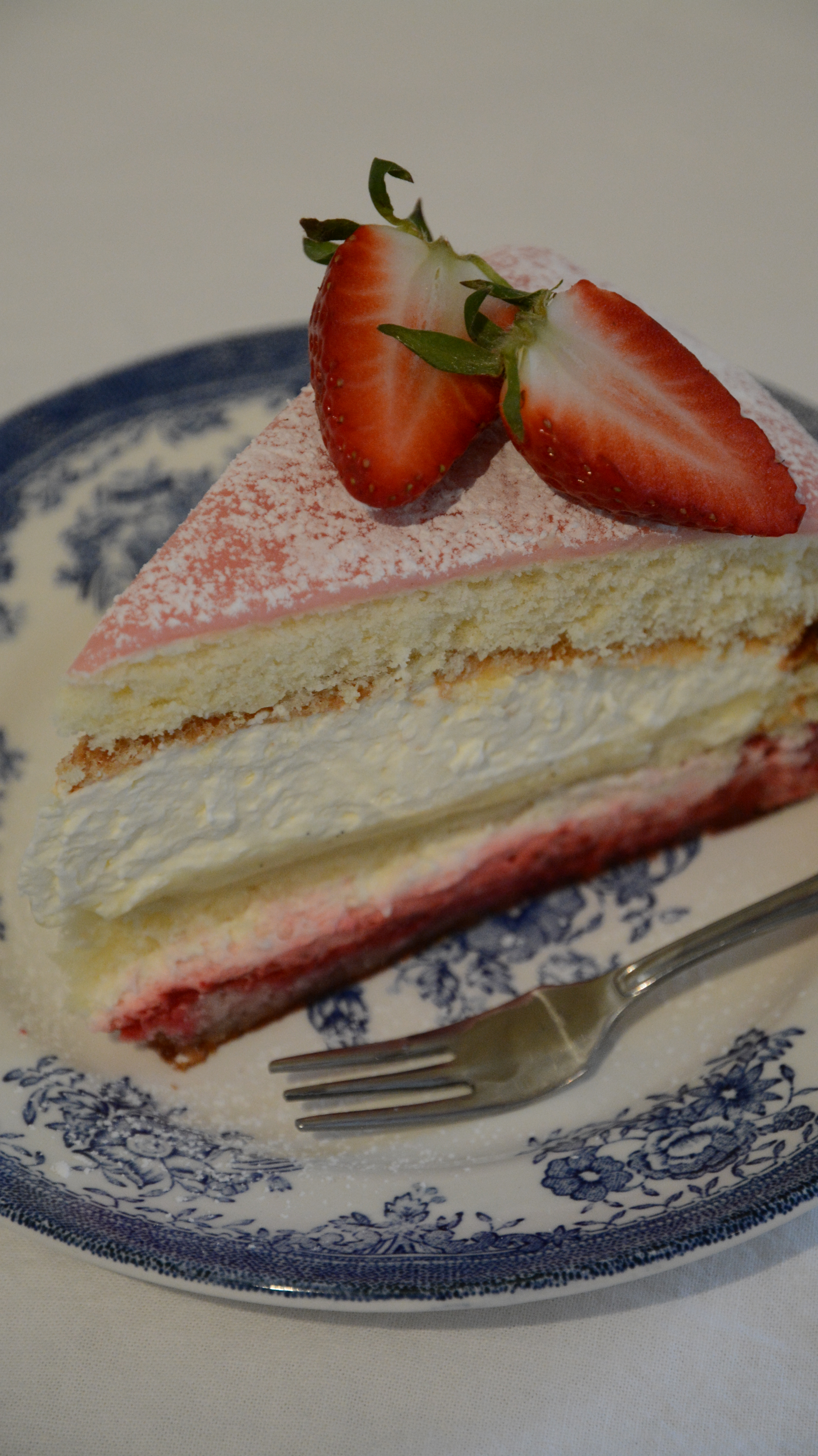 tårta med vaniljkräm och choklad